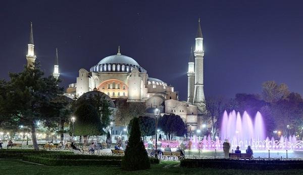 SultanahmetMeydanı At Night