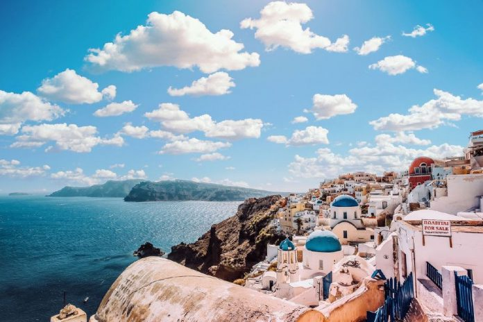 Things-to-do-in-Santorini-Budget